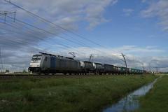 RTB Cargo 186 426-3 met containertrein over de Betuweroute bij Angeren richting Kijfhoek  30-04-2018 (marcelwijers) Tags: rtb cargo met containertrein over de betuweroute bij angeren richting kijfhoek 30042018 bombardier 35188 traxx f140 ms 2015 91 80 6186 4263 drpool 426 ex lte betuwe route bemmel nederland netherlands niederlande containers container trein train tren trenes goederen railroad railway dutch freight guter guterzug chemin fer pays bas holland hollande rurtalbahn rurtal bahn