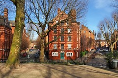 Hurley House, Boundary Estate, c1900 - Arnold Circus, Tower Hamlets, London E2. (edk7) Tags: olympusomdem5 edk7 2018 uk england london londone2 londonboroughoftowerhamlets arnoldcircus boundaryestate socialcouncilhousingscheme hurleyhousec1900 gradeiilisted multistorey brick tenement flat artscraftinspired architecture building oldstructure city cityscape urban tree road sky car