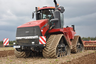 Case IH Quadtrac 620 Tractor with a Vaderstad Topdown 700 Cultivator