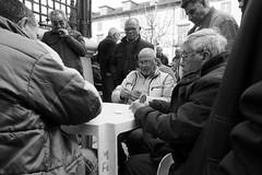 Playing cards (Francisco (PortoPortugal)) Tags: 0982018 20180413fpbo7729 bw nb pb street pessoas people cards porto portugal portografiaassociaçãofotográficadoporto franciscooliveira