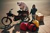 Startup (Tom Levold (www.levold.de/photosphere)) Tags: fuji fujix100f marokko morocco x100f zagora street people candid portrait porträt child sohn vater kind son scooter motorroller father