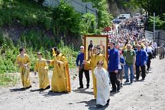 180520-03 Молодёжный крестный ход поднялся к Бештаугорскому монастырю