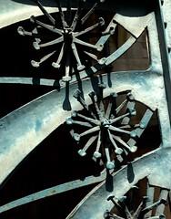 détail ferronnerie art-nouveau, motif floral  , sur un portail (dominique jacquier) Tags: ferronnerie artnouveau motif floral nancy