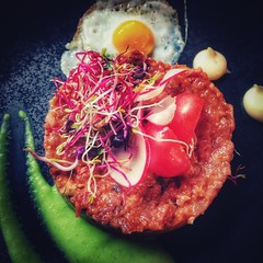 BEEF TATAR (VINCENT MOYASHI) Tags: beef tatar egg food foodie meat yummy delicate resraurant stadtliebe linz austria