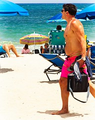 Man walking barefoot (LarryJay99 ) Tags: 2018 beach streets people ftlauderdale ocean atlanticocean men male man guy guys dude dudes manly virile studly stud masculine sexyman bulge bulges bulging barefoot barfuss barefeet feet toes unshod bare