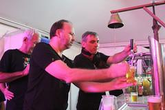 Komidi 2018 : au bar de la Caverne (philippeguillot21) Tags: bar comptoir pression bière beer serveur festival theatre komidi caverne saintjoseph reunion france outremer indianocean pixelistes canon