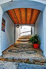 Pasadizo, Frigiliana (juanmzgz) Tags: frigiliana málaga andalucía españa arquitecturapopular puebloblanco turismo empedrado pasadizo calle