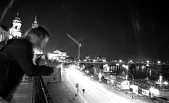 Dresden (BLOG) (_LWR_) Tags: 35mm analog film kodaktmax400 leicam6 dresden sachsen saxony sw street schwarzweis apoqualia ms optics apoqualiag 28mm f2 kodak tmax light paintingwithlightandshadows nacht einfarbig