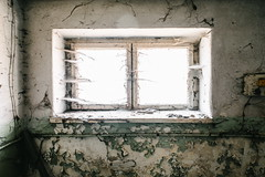 26/30 2017/04 (halagabor) Tags: urban exploration urbex urbanexploration decay derelict devastation abandoned abandonment lost lostplaces forgotten army military base hungary hungarian budapest nikon manualfocus room windows window old nikkor light