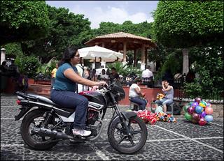 La motocyclista
