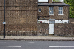 Bartholomew Road (Gary Kinsman) Tags: london nw5 kentishtown 2018 bartholomewroad urbanlandscape urban newtopographics topographics architecture canon5dmkii canoneos5dmarkii canon35mmf2 blank wall side house townhouse gate space quiet noone victorian