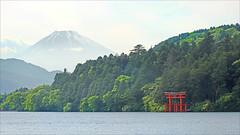 Le lac Ashi et le mont Fuji au crépuscule (Hakone, Japon) (dalbera) Tags: volcan japon montfuji fujisan dalbera lacashi sanctuaireshinto torii