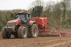 Case IH Magnum 340 CVX Tractor with a Vaderstad Spirit 600C Seed Drill (Shane Casey CK25) Tags: case ih magnum 340 cvx tractor vaderstad spirit 600c seed drill traktor trekker tracteur traktori trator ciągnik wexford sow sowing set setting drilling tillage till tilling plant planting crop crops cereal cereals county ireland irish farm farmer farming agri agriculture contractor field ground soil dirt earth dust work working horse power horsepower hp pull pulling machine machinery grow growing nikon d7200 casenewholland cnh international harvester spring barley