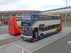 Stagecoach 18122 18033 Mansfield (Guy Arab UF) Tags: stagecoach east midlands 18122 yn04kgf transbus trident alx400 mansfield bus station nottinghamshire buses