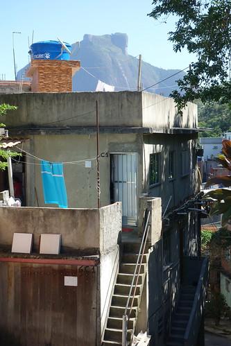 Une des maisons de la favela, que remarquez-vous de similaire et de différent aux maisons que vous connaissez ?