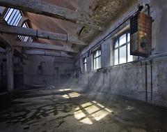 Das kleine Kraftwerk (18) - REVISITED - (david_drei) Tags: sonne lostplace urbex urbanexplorer lost verlassen heizungsanlage