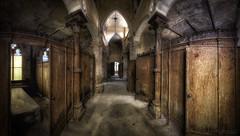 Gruftis Paradis (digiartostelbien2) Tags: lostplaces lost urbanexploration hdr marode gruft friedhof
