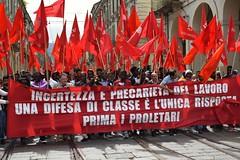 Primo maggio di lotta e di... colore (only_sepp) Tags: torino primomaggio manifestazione bandierarossa lotta lavoro lavoratori precari dicolore