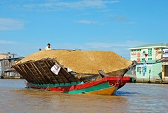 Can Tho river au Vietnam (sami 51) Tags: river cantho vietnam people bâteaux boat rivière outdoor extérieur nikon asie asian travel
