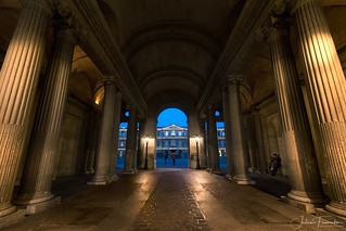 Couloir du Louvre vers la Cour Carrée, Paris