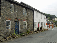 Glyndwr's Way 003 (Row 17) Tags: wales uk gb unitedkingdom greatbritain powys nationaltrail trail village villages housing houses house road street