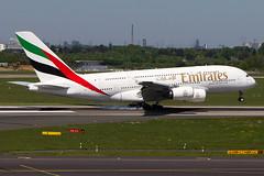 A6-EOB, Airbus A380-861, Emirates (freekblokzijl) Tags: emirates wally widebody heavy aankomst touchdown eddl airport landingsbaan landebahn runway airbusa380 a380861 landing sunny spring rheinruhr flughafen dus dusseldorf germany planespotting vliegtuigspotten canon eos7d airline may2018 70200l28isusm a6eob