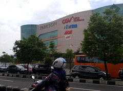 Java Yogyakarta Mall 20171221_110805 LG (CanadaGood) Tags: asia asean seasia indonesia indonesian java javanese specialregionofyogyakarta centraljava yogyakarta yogya jogja building tree shopping shoppingmall architecture traffic highway canadagood 2017 thisdecade color colour cameraphone vehicle green