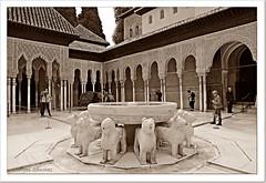 Patio de Los Leones- La Alhambra- Granada (Lourdes S.C.) Tags: laalhambra palaciodelosleones patiodelosleones sepia fuentes fuentedelosleones turistas