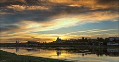 Ciel de Loire (Sugar 41) Tags: blois france loire sunset reflets reflexion sonya7 contrejour backlight paysage landscape ciel sky nuages clouds groupenuagesetciel fabuleuse