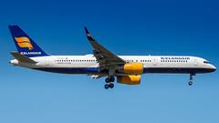 Boeing 757-223(WL) TF-ISL Icelandair (William Musculus) Tags: frankfurt am main airport frankfurtmain flughafen fraport eddf fra spotting tfisl icelandair boeing 757223wl 757200