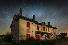 Ocaso en rojo. (Roberto_48) Tags: larga exposicion nocturna estacion tren gumiel hizan noche