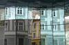 Graz, Hausspiegelung (duqueıros) Tags: austria österreich graz stadt city spiegelung reflection fassade facade architektur architecture steiermark duqueiros