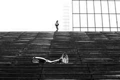 Above the abandoned bike (pascalcolin1) Tags: paris13 bnf femme marches steps woman vélo bike abandonné abandoned photoderue streetview urbanarte noiretblanc blackandwhite photopascalcolin 50mm canon50mm canon
