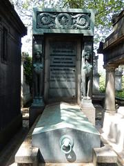 Cimetière de Montmartre: tomb (John Steedman) Tags: フランス france frankreich frankrijk francia parigi parijs 法国 パリ 巴黎 montmartre cimetièredemontmartre cgth friedhof cimetière cemetery cementerio grave tomb