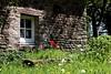 Quelque part en Ille-et-Vilaine, Bretagne, II (.urbanman.) Tags: bretagne fouràpain ancien campagne printemps tulipes auge fenêtre