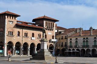 Piazza Vittorio Emanuele, Montagnana, province de Padoue, Vénétie, Italie.