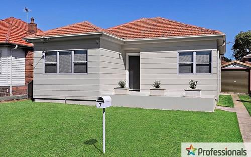 7 Ewen St, Roselands NSW 2196