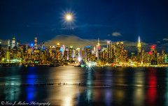 Moonrise over Midtown (ericjmalave) Tags: fuji fujixt10 longexposure midtown newjersey nj nycskyline weehawken