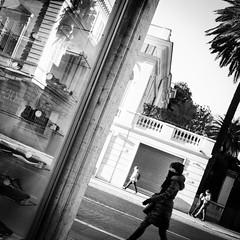 . (Riccardo Romano) Tags: wwwriccardoromanocom roma rome bw bn blanco negro bianco nero black white byn blackandwhite monocrhome monocromo monocromatico monocromatica people person persona gente persone street shot streetshot oblique obliqua square squared quadrato quadrata