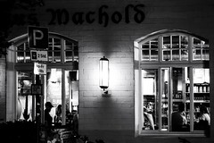 Time for a drink (basti k) Tags: bonn altstadt beer pub bar night nightlife bw sw sel50f18
