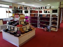 2018 0425 502 (SGS8+) Yeovil; Pittards factory shop (Lucy Melford) Tags: samsunggalaxys8 pittards leather yeovil factory shop