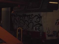 606 (en-ri) Tags: over crew nero tag train torino graffiti writing locomotiva locomotore locomotrice arrow tbs