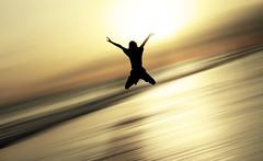 saltando en el tiempo (mesana62) Tags: yellow young cylon13 andalucia atardecer atlantico almonte amarillo jump jumping mirror matalascañas mar ocean spain skyline silhouette sunset sky backlight beach bokeh silueta shadows silhouettes doñana