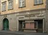 Die Singerstraße 22 im 1. Bezirk von Wien (Wolfgang Bazer) Tags: singerstrase 22 innere stadt wien khleslhaus alter dompropsthof denkmalgeschützt cultural heritage monument friseur friseurladen hairdresser hairdressers shop vienna österreich austria
