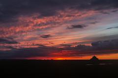 La tombée de la niut dans Michel (ponzoñosa) Tags: mont saint michel normandie sunset tombée nuit red sky clouds pink atardecer bay bahía