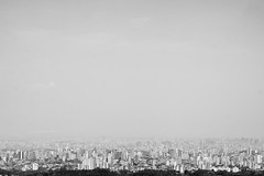 pequena imensidão (renanluna) Tags: pedragrande céu sky monocromia monochromatic pretoebranco blackandwhite pb bw sãopaulo 011 sp br 55 fuji fujifilm fujifilmxt1 xt1 35mm fujinon35mmf14xfr fujinon renanluna