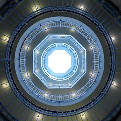 Afrika-Haus (Elbmaedchen) Tags: afrikahaus treppenhaus treppenauge architektur staircase hamburg kontorhaus flickrtreffen