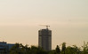 Berlin Schloßstrasse Kreisel mit Kran am Abend 3.5.2018 (rieblinga) Tags: berlin steglitz kreisel hochhaus umbau kran dach 352018 sonnenuntergang flugzeug tegel aus