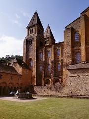 Conques (Aveyron) (Cletus Awreetus) Tags: france massifcentral aveyron conques architecture abbatiale tour église abbaye cloître artroman pierre rouergue puits