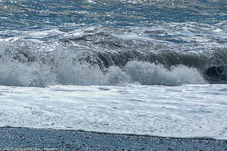 Wellen am Strand aufgenommen auf der Südinsel von Neuseeland - Waves on the beach photographed on the south island of New Zealand